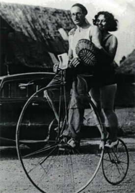 Tornado Smith and Marjorie Dare on Tornado's penny-farthing